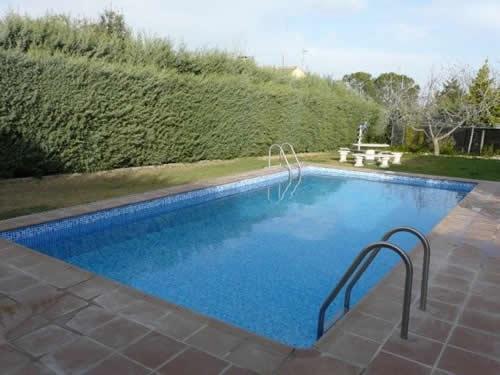 Trucos para cuidar la piscina reformas for Mantenimiento piscina invierno