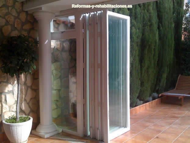 Puertas plegables de aluminio cerramientos de terrazas - Puerta terraza aluminio ...