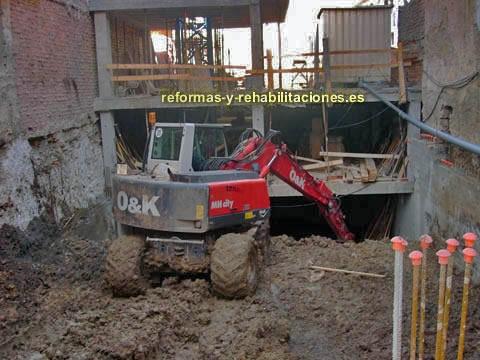 Retros y excavadoras excavaciones y demoliciones berganti os - Empresas construccion asturias ...