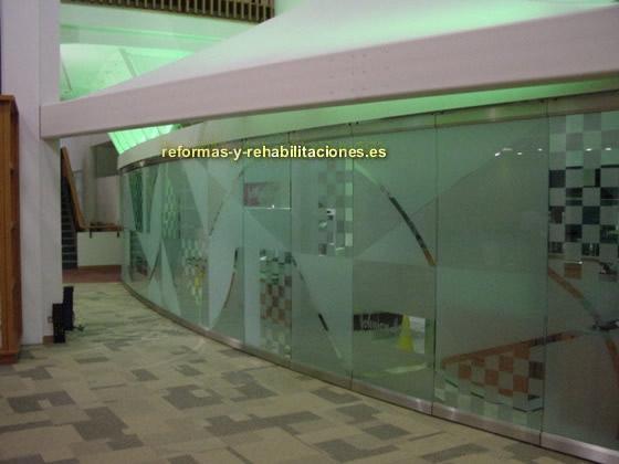 Muros de cristal paredes y tabiques m viles reiter for Paredes de cristal para oficinas