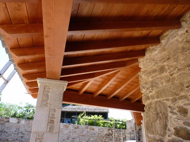 Maderas para porches maderas en lal n y tejados de madera for Tejados de madera precios