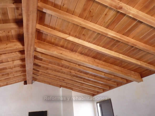 Vigas de madera maderas en lal n y tejados de madera for Tejados de madera antiguos