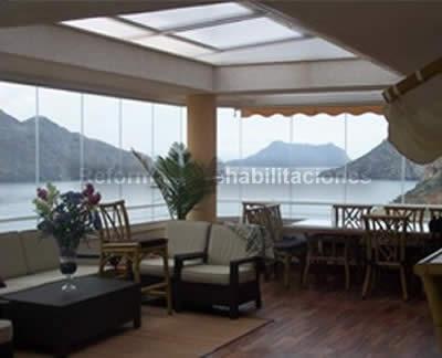 Cerramientos de terrazas almerilux ventanas y puertas pvc for Cerramientos patios interiores