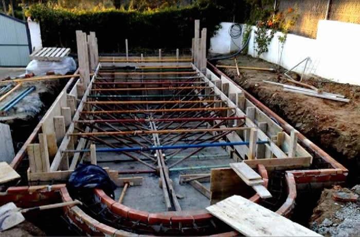 Construcci n piscina c diz construcciones y reformas goditec for Materiales de construccion piscinas