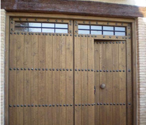 Portones rusticos en cuenca muro puertas artesanales for Puertas y portones de madera
