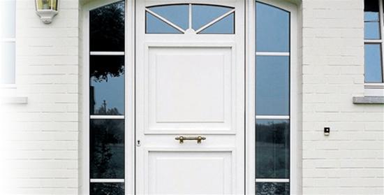 Puerta calle pvc ventanas y puertas de pvc kommerling for Puertas de calle de pvc
