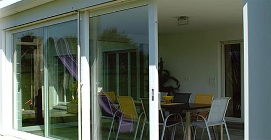 Puertas terraza pvc ventanas y puertas de pvc kommerling for Puertas para terrazas