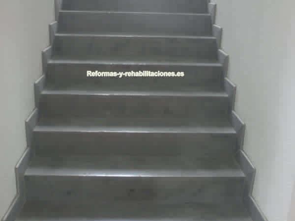 Instalaci n de escaleras revestimientos pavistamp - Revestimiento para escaleras ...