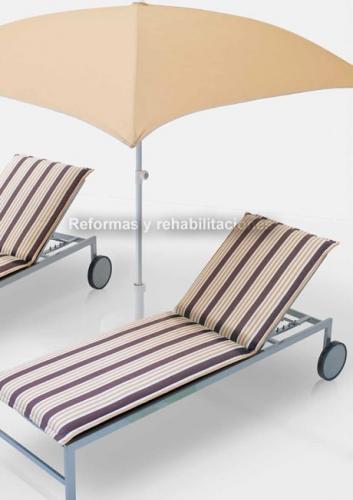 Tumbonas para terrazas parasoles y sombrillas medialuna - Sombrillas y parasoles ...