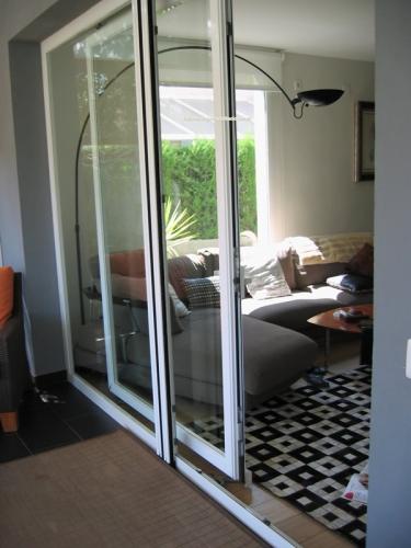 Puertas correderas exterior aluminio materiales de for Puerta corredera aluminio exterior